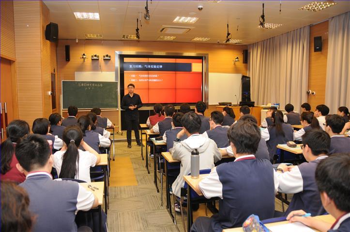 我校教师执教中央电教馆组织的课堂+互联网展示课
